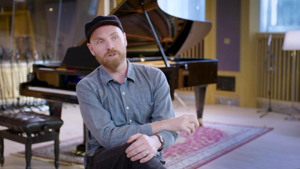 Jonny Buckland, em entrevista no vídeo disponibilizado no Apple Music. (Imagem: frame de vídeo/Reprodução)