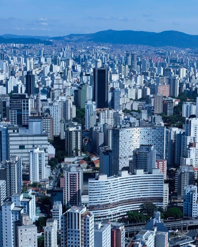 A selva de pedra de São Paulo, em registro da última passagem da banda pelo Brasil. (Imagem: Guy Berryman/Reprodução/Instagram)
