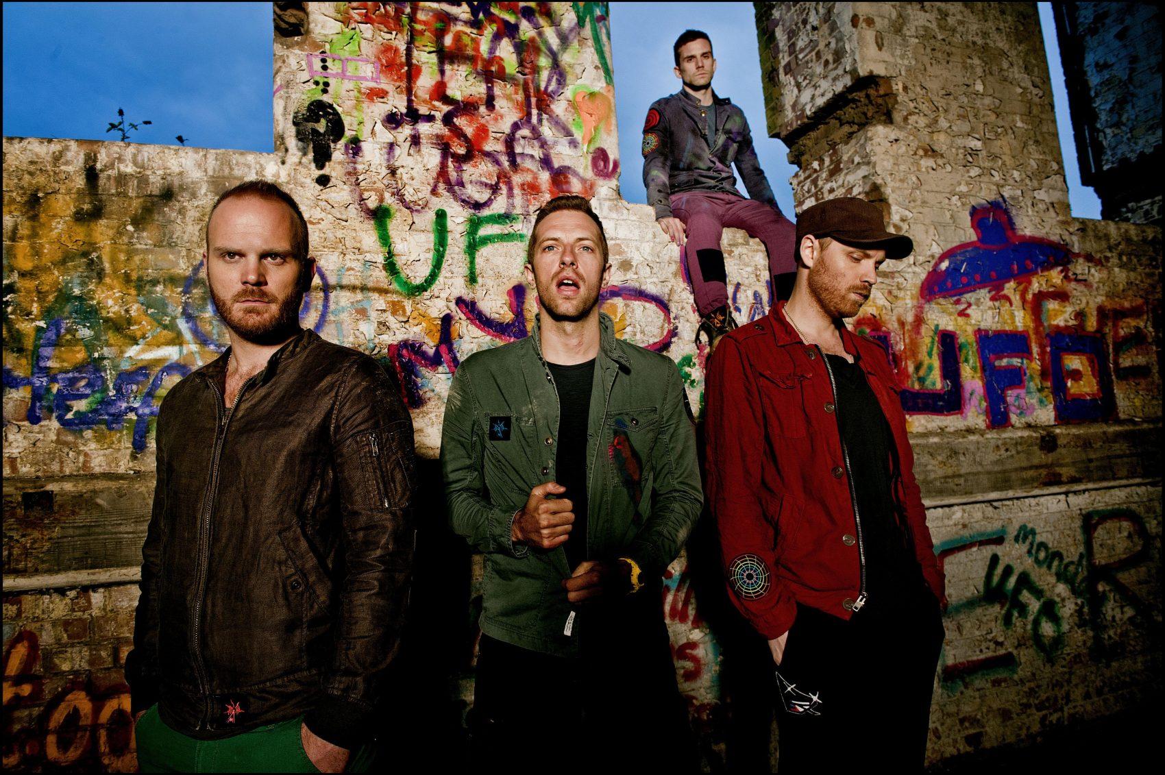 Coldplay em foto de divulgação do álbum Mylo Xyloto