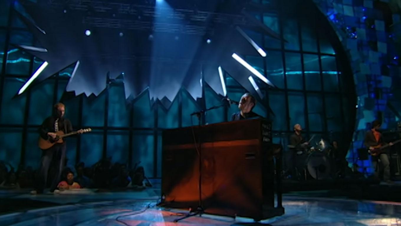 """Coldplay durante apresentação de """"The Scientist"""" na edição de 2003 dos Video Music Awards. (Foto: reprodução/frame de vídeo)"""